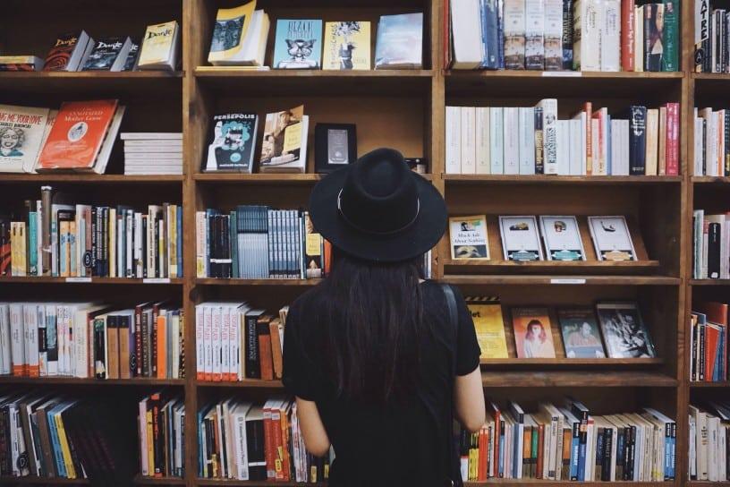 Buscar inspiración para escribir guiones leyendo libros
